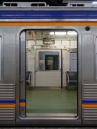 m6022door.jpg
